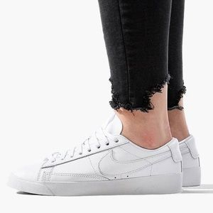Nike Women's Blazer Low LE size 7.5
